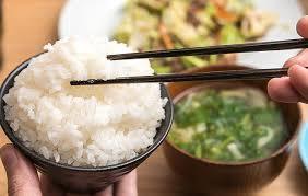 nằm mơ thấy ăn cơm